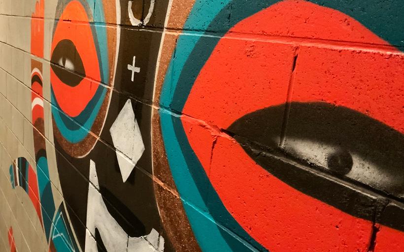 metallic paint used in street art