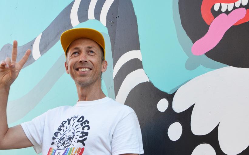 smiling street artist